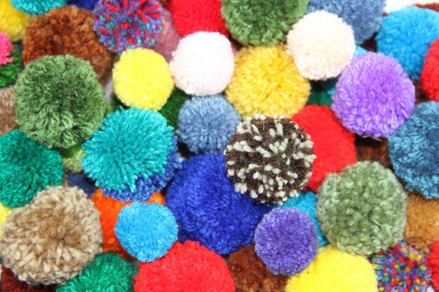 Pompoms de lã multicoloridos