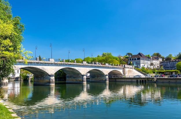 Pont-neuf, uma ponte em cognac - frança, charente