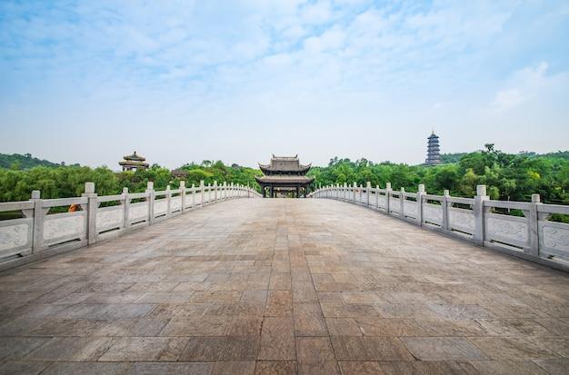 Ponte arqueada antiga na china