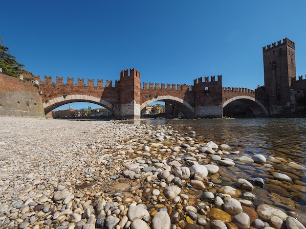 Ponte castelvecchio, também conhecida como ponte scaliger em verona