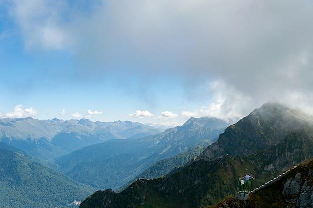 Ponte de corda nas montanhas de sochi
