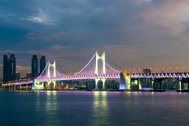 Ponte de gwangan na cidade de busan, coreia do sul.