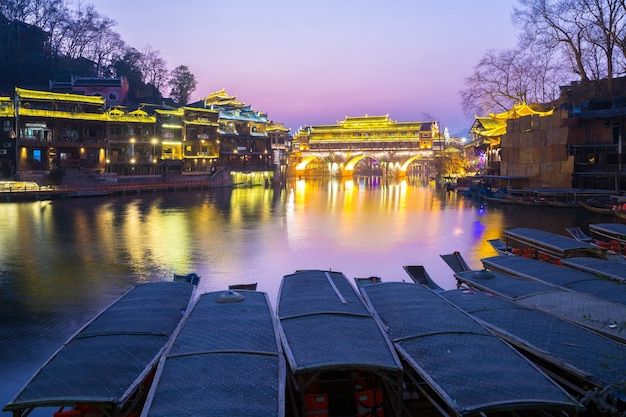 Ponte de hongqiao fenghuang crepúsculo china