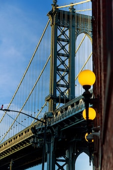 Ponte de manhattan a sombra azul, nova iorque