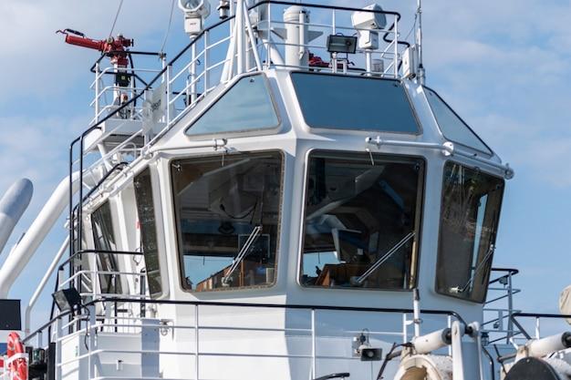 Ponte de navio para navegação e controle