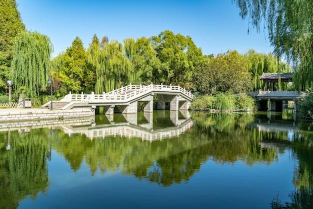 Ponte de pedra do lago daming, jinan