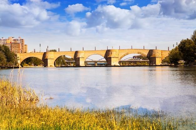 Ponte de pedra em zaragoza