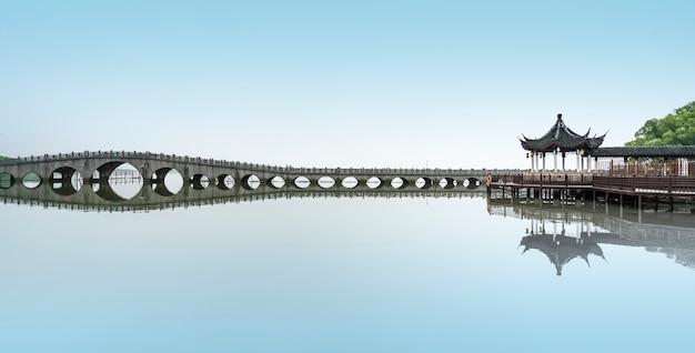 Ponte de pedra na cidade antiga de zhouzhuang