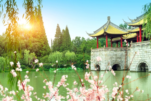 Ponte delgada do lago oeste yangzhou wuting