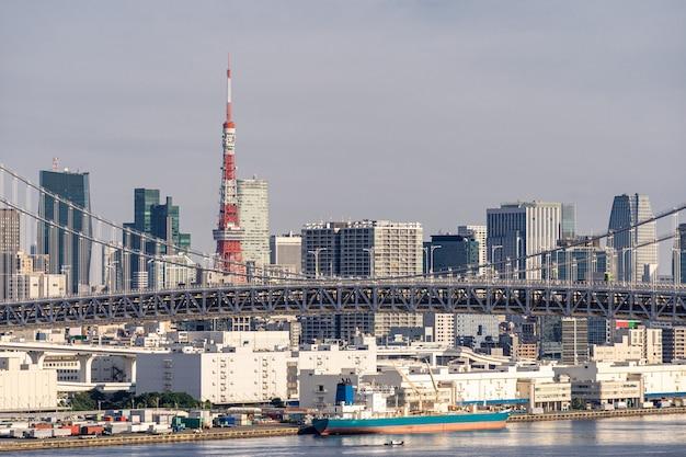 Ponte do arco-íris da torre de tóquio