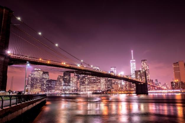 Ponte do brooklyn à noite