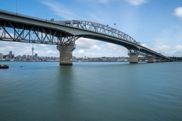 Ponte do porto de auckland em auckland, nova zelândia