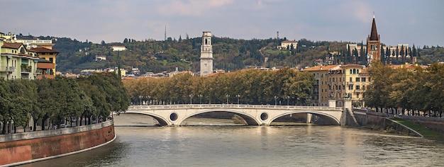 Ponte do rio verona, imagem do banner com espaço de cópia