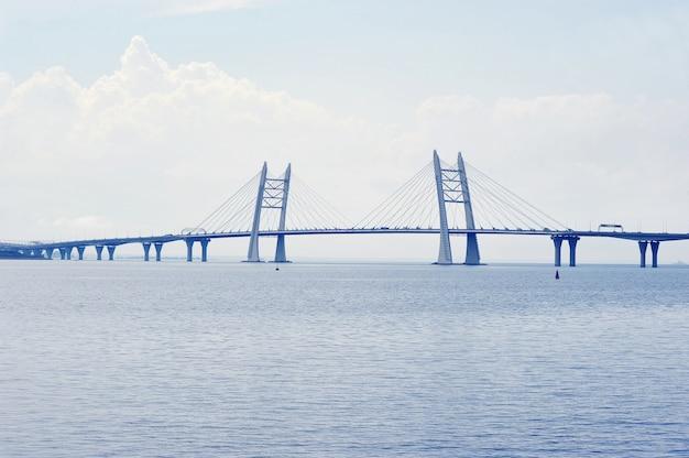 Ponte estaiada em são petersburgo