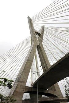 Ponte estaiada, marco histórico da cidade de são paulo, brasil