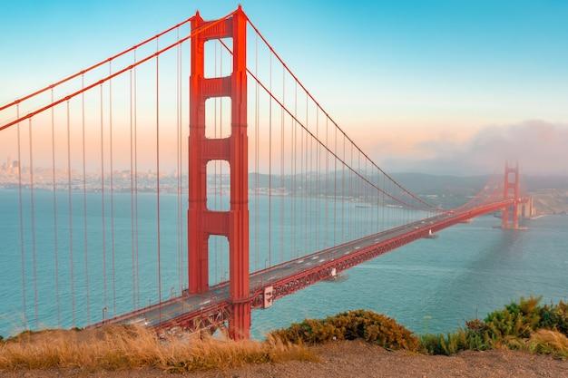 Ponte golden gate em são francisco, bela vista de cartão postal