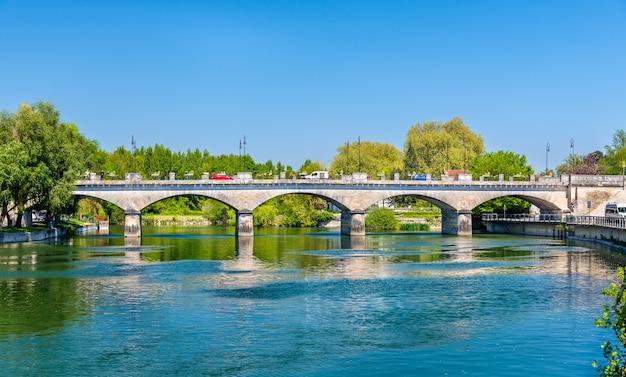 Ponte pont neuf em cognac frança