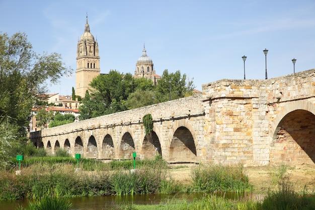 Ponte romana antiga em salamanca, espanha.