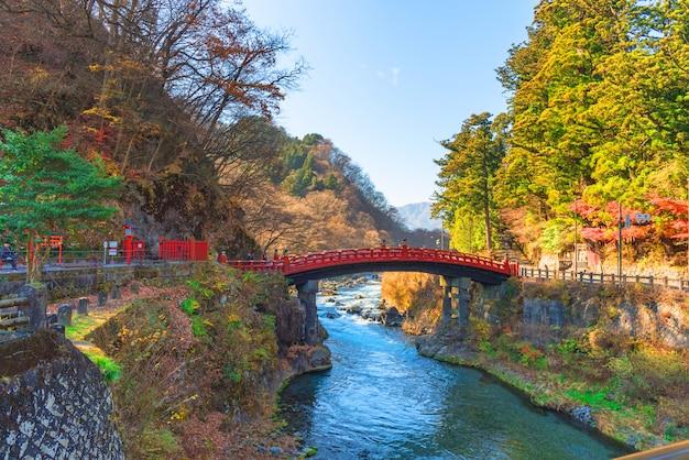 Ponte shinkyo durante o outono em nikko