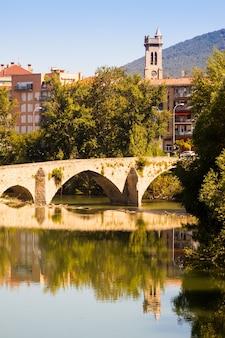 Ponte velha sobre o rio arga. pamplona, navarra