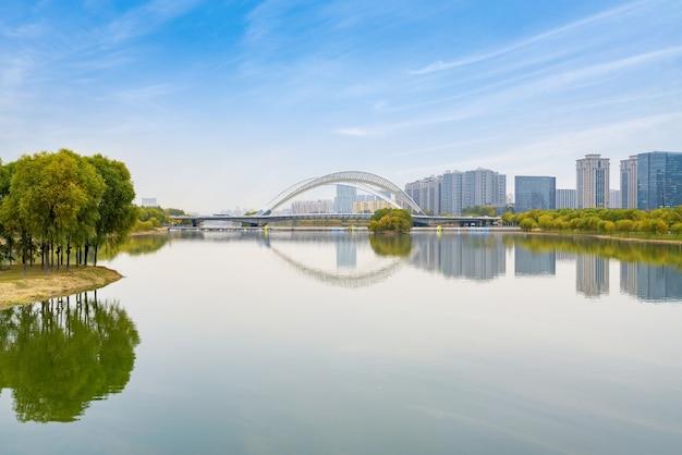 Pontes e linha do horizonte urbana em taiyuan