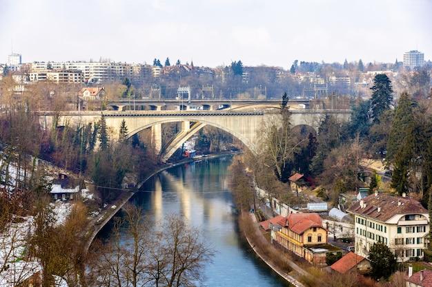 Pontes lorrainebrucke e lorraineviadukt em berna, suíça Foto Premium