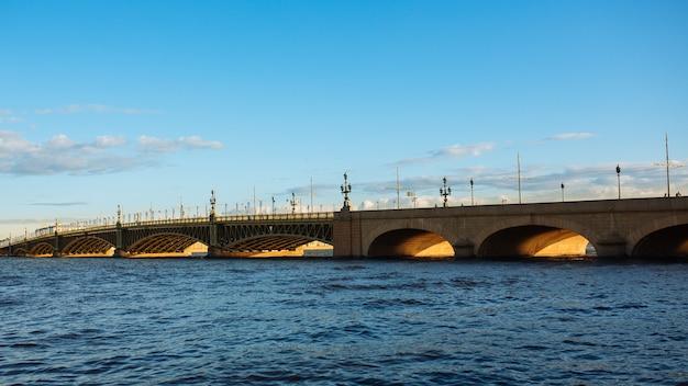 Pontes na cidade de sankt petersburgo