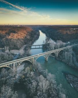 Pontes no rio
