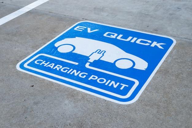 Ponto de carregamento de closeup para carro elétrico