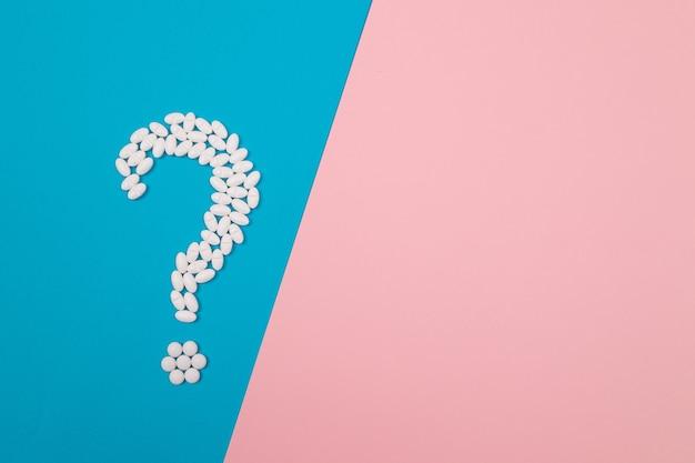 Ponto de interrogação branco da indústria farmacêutica e produtos medicinais