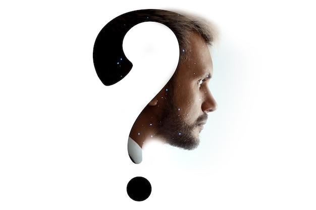 Ponto de interrogação na cabeça de um homem, isolado no fundo branco. conceito de inovação e educação.