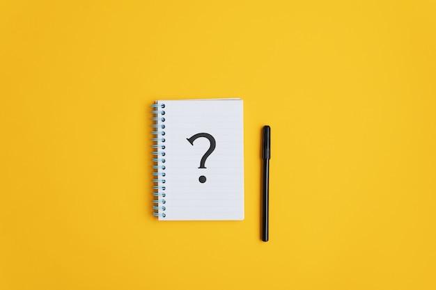 Ponto de interrogação no bloco de notas