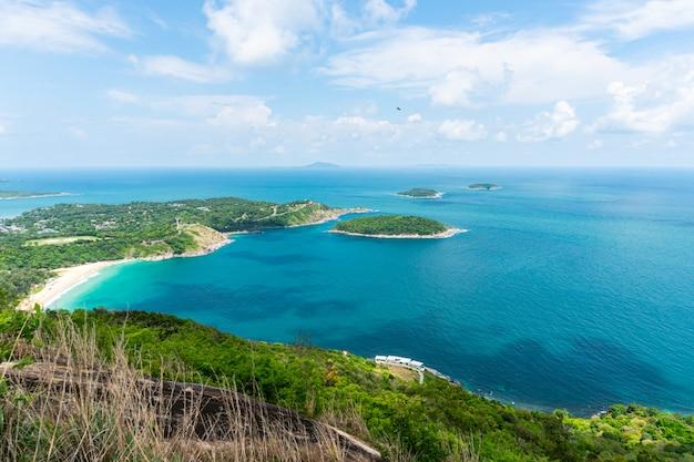 Ponto de opinião do mar do oceano em phuket tailândia.