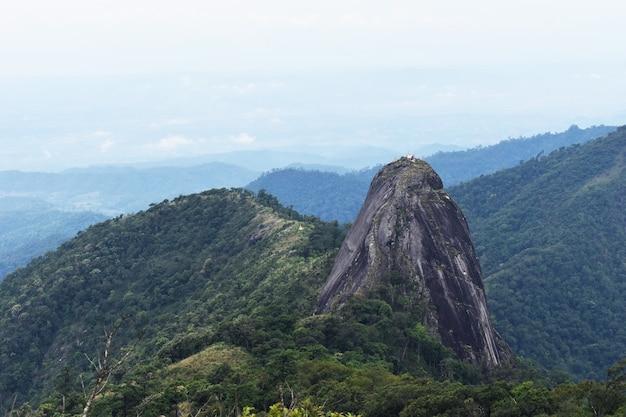 Ponto de vista da paisagem da montanha em tailândia.