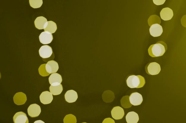 Pontos de luz no fundo do musgo