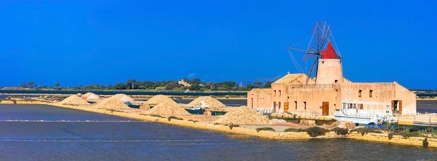 Pontos turísticos da ilha da sicília - salinas e moinhos de vento em marsala, itália