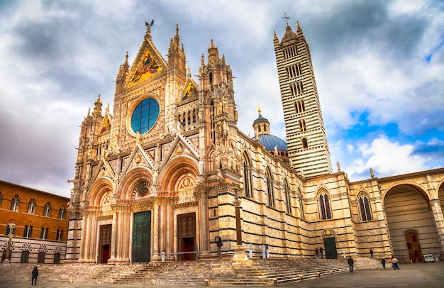 Pontos turísticos da itália, lindo duomo de siena, toscana