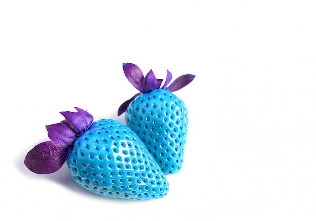 Pop art estilo par de morangos frescos nas cores azul e violeta turquesa