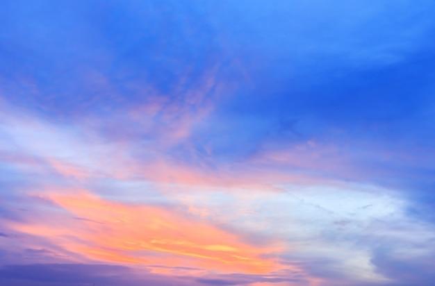 Pôr do sol com nuvens