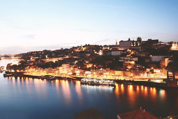 Pôr do sol da cidade do porto.