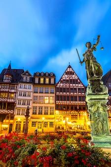 Por do sol da cidade velha de frankfurt