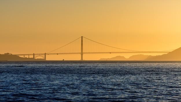 Pôr do sol da ponte golden gate em san francisco na califórnia