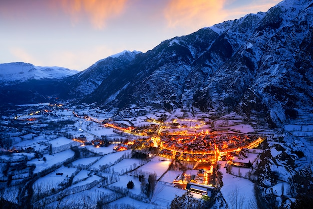 Por do sol da vila de benasque em huesca pyrenees spain