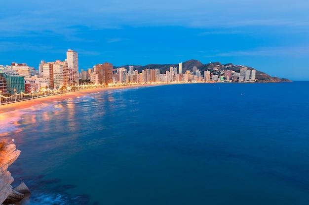 Pôr do sol de benidorm alicante playa de pôr do sol de praia levante em espanha