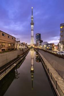 Por do sol do skytree de tokyo