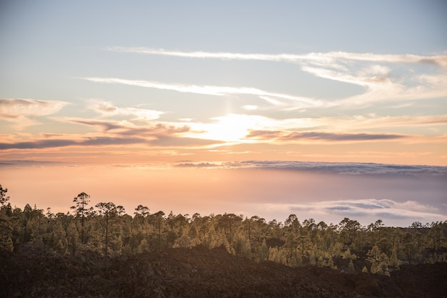 Pôr do sol incrível no vulcão teide, tenerife, ilhas canárias, espanha