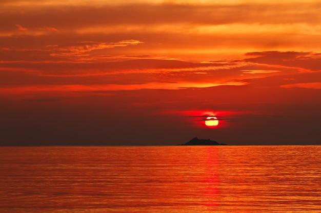Pôr do sol na ilha de ko phangan