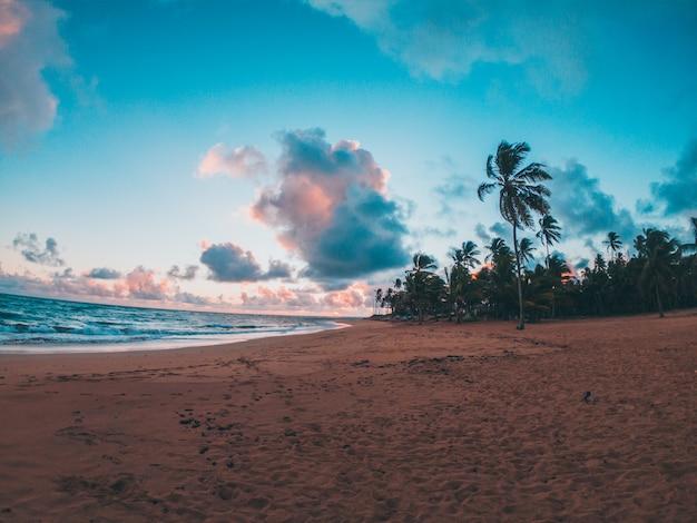 Pôr do sol na praia do caribe