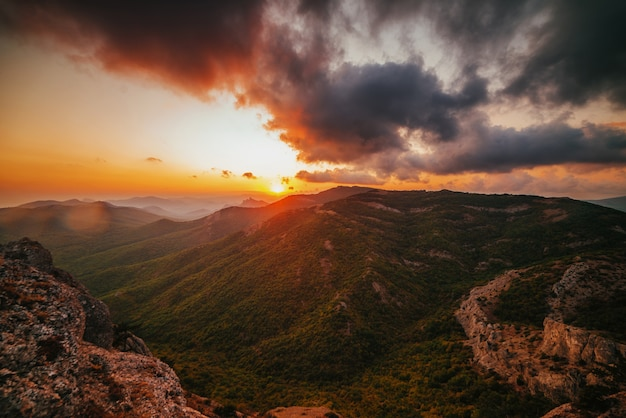 Pôr do sol nas montanhas