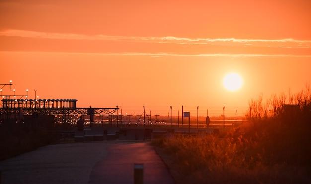Pôr do sol no aeroporto